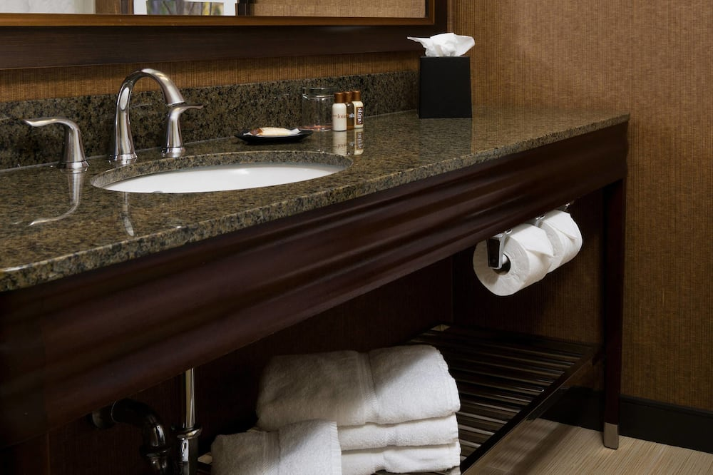 Клубный люкс, 1 двуспальная кровать «Кинг-сайз», для некурящих, вид на город - Ванная комната