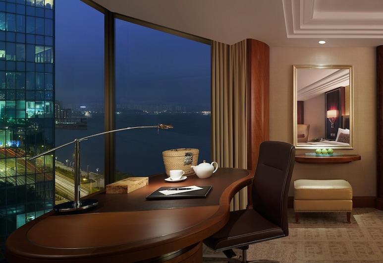 Kowloon Shangri-La, Hong Kong, Kowloon, Deluxe Side Harbour View Room (Extra bed subject to availability), Guest Room View