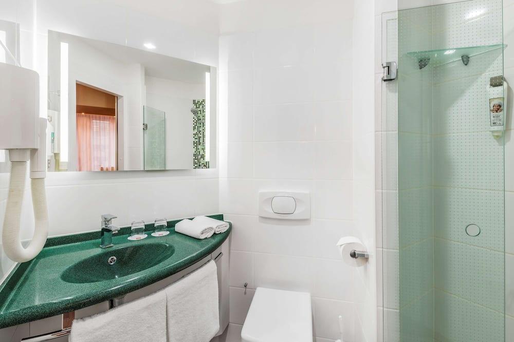 Room, 2 Single Beds - Bathroom