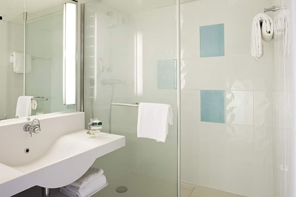 Classic-Zimmer, 1Doppelbett und Schlafsofa - Badezimmer