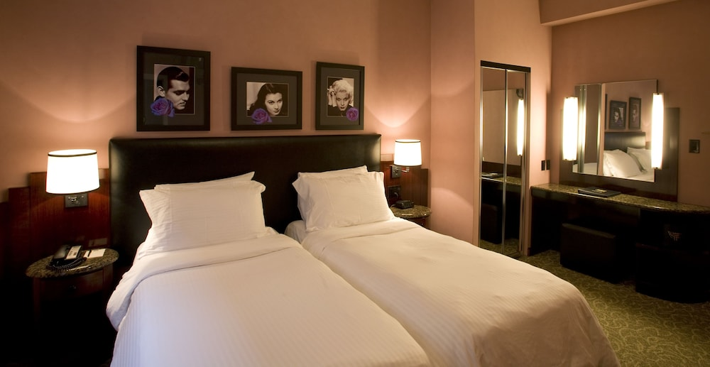 Washington Square Hotel, New York, Deluxe Room, 2 Twin Beds, Guest Room