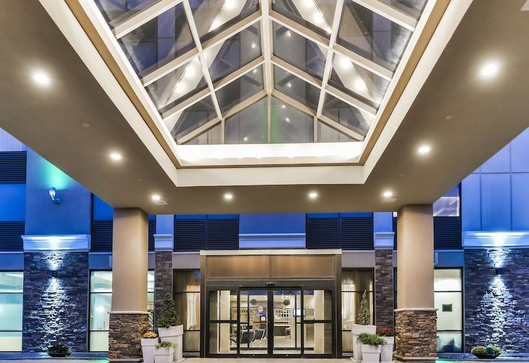 DoubleTree by Hilton Kitchener, Kitchener, Bagian Depan Hotel - Sore/Malam