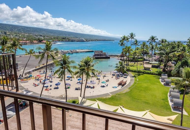 Courtyard by Marriott King Kamehameha's Kona Beach Hotel, Kailua-Kona, Room, 1 King Bed, Balcony, Oceanfront, Guest Room