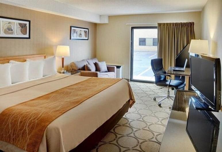 Comfort Inn Brossard, Brossard, Deluxe-rum - 1 kingsize-säng - kylskåp - bottenvåning, Gästrum