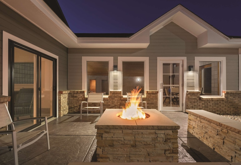 Country Inn & Suites by Radisson, Northfield, MN, Northfield, Terrace/Patio