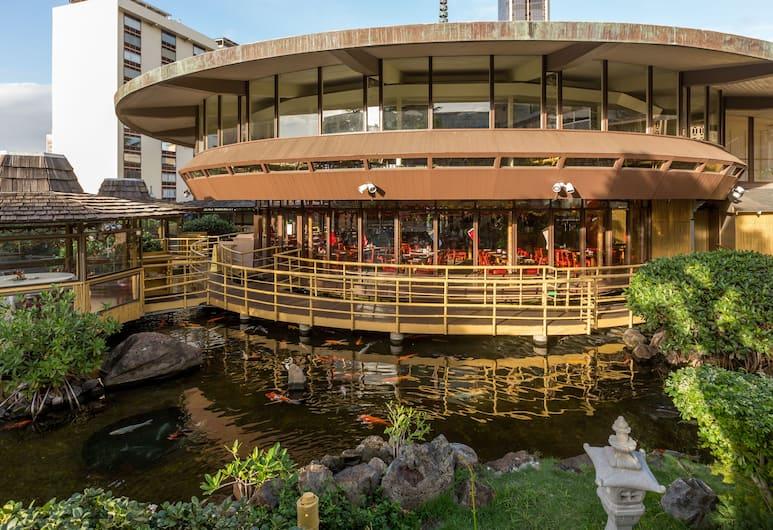 Pagoda Hotel, Honolulu, Teren przynależny do obiektu