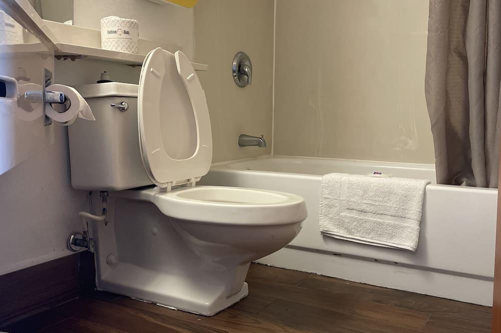 Habitación estándar, 2 camas dobles, para no fumadores - Baño