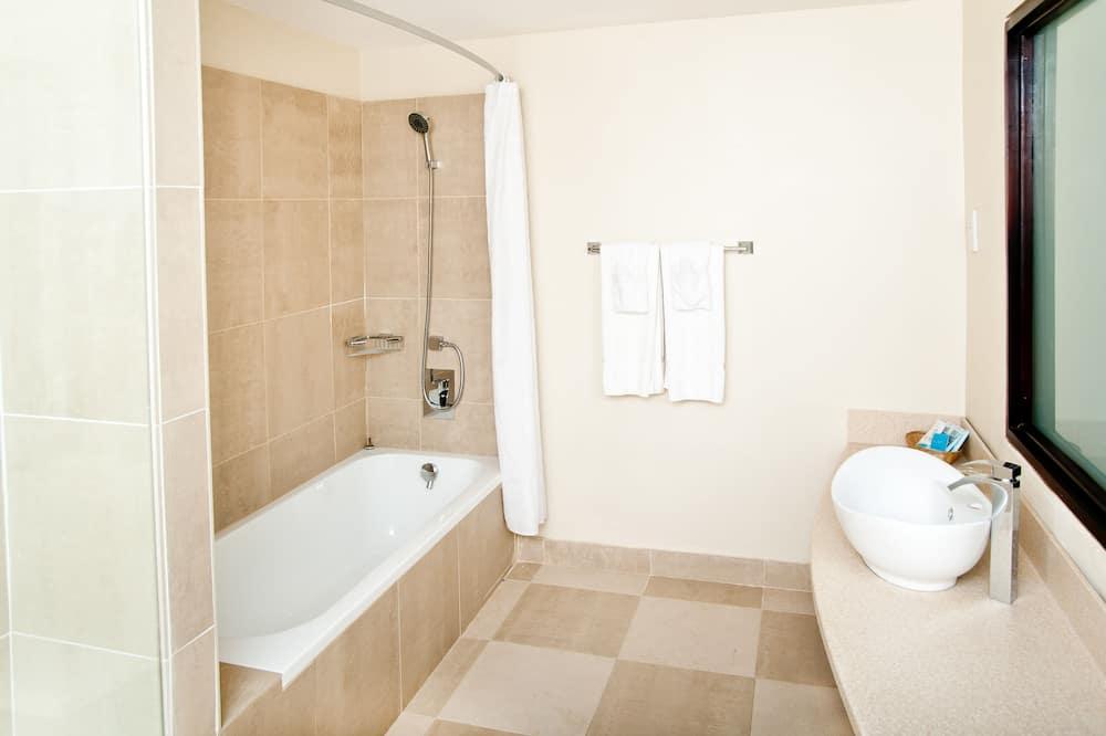 Standard Room, 1 King Bed (Garden or Courtyard) - Bathroom