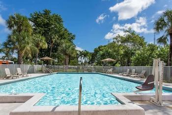 Fotografia hotela (Days Inn by Wyndham Fort Lauderdale Airport Cruise Port) v meste Fort Lauderdale