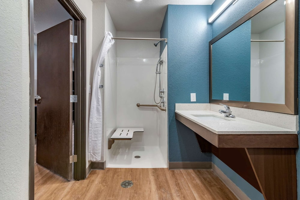 Estudio Deluxe, 1 cama Queen size con sofá cama, con acceso para silla de ruedas (Accessible Tub) - Baño