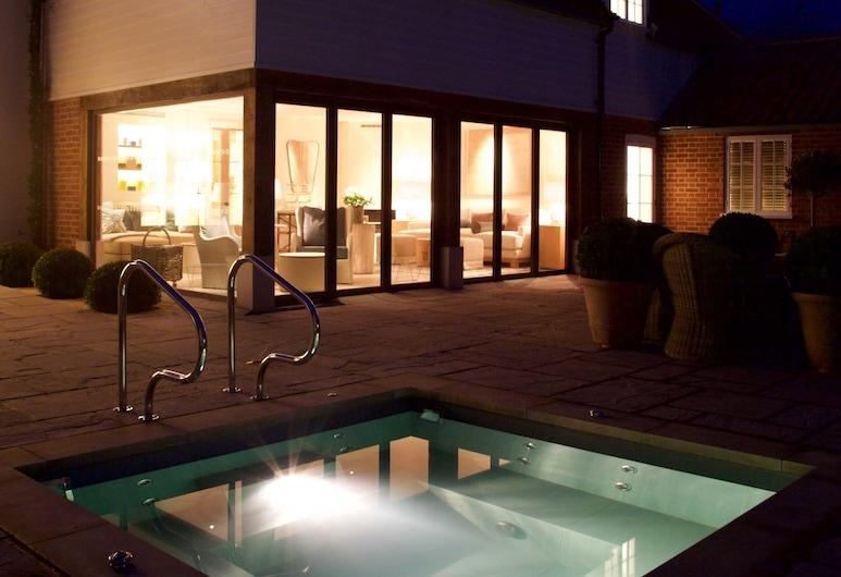 The Swan Hotel, Sudbury, Mặt tiền khách sạn - Ban đêm