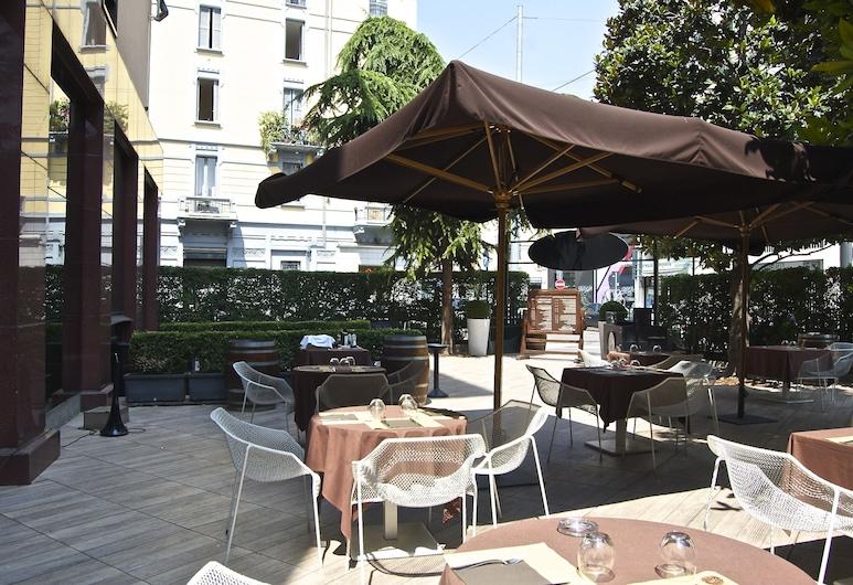 Starhotels Ritz, Милан, Обед на террасе