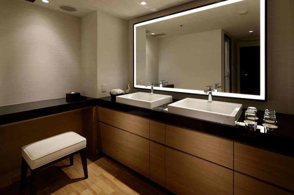 33th-37th Quad Room NonSmoking  - Bathroom