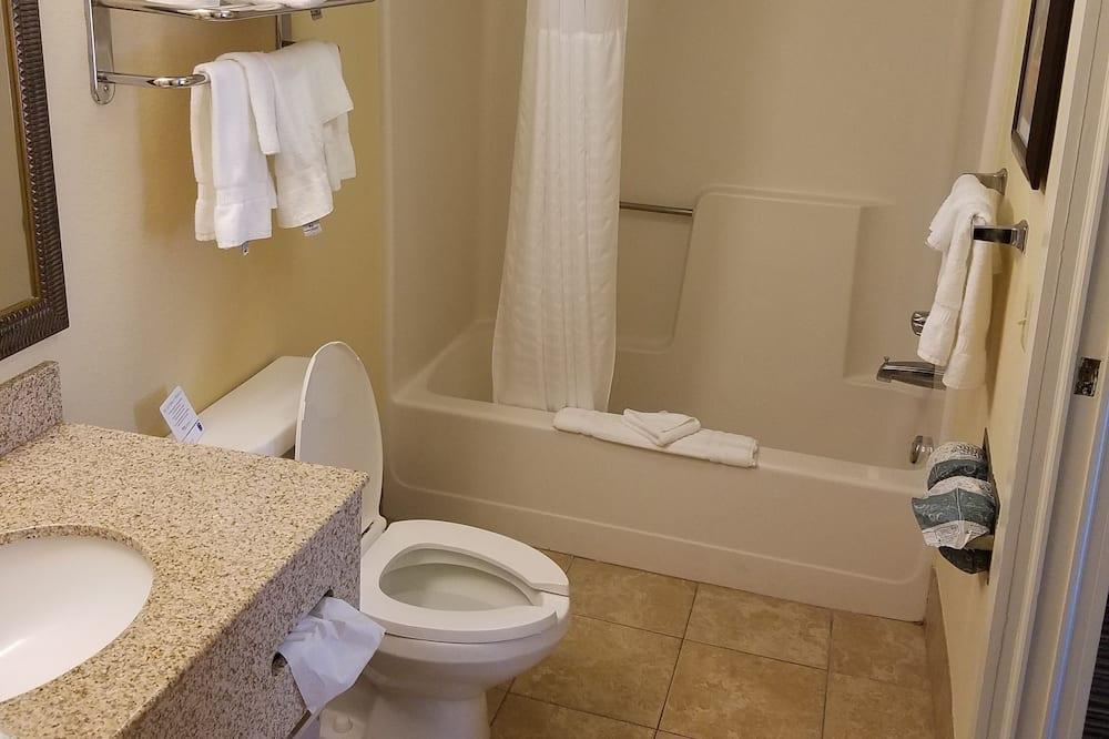 Suite, plusieurs lits, non-fumeurs - Salle de bain