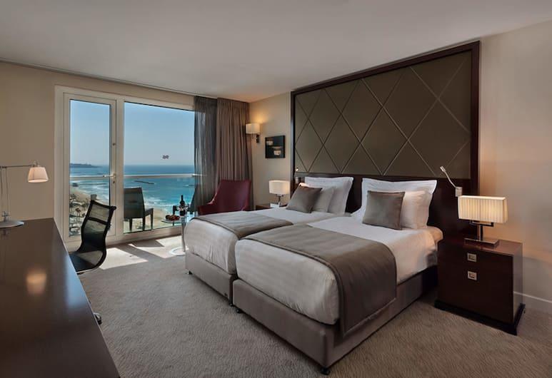 Crowne Plaza Tel Aviv Beach, Тель-Авив, Представительский номер, 1 двуспальная кровать «Кинг-сайз», для некурящих, Номер