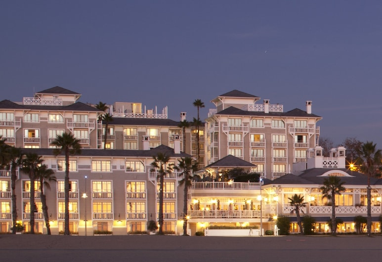 Shutters on the Beach, סנטה מוניקה, חזית המלון - ערב/לילה