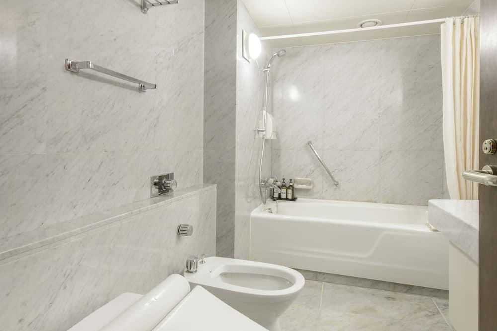 スイート ダブルベッド 2 台 - バスルーム