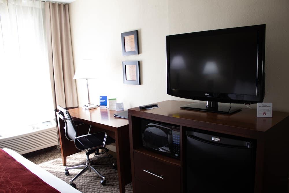 Standard Room, 1 King Bed, Non Smoking (No Pets) - Television