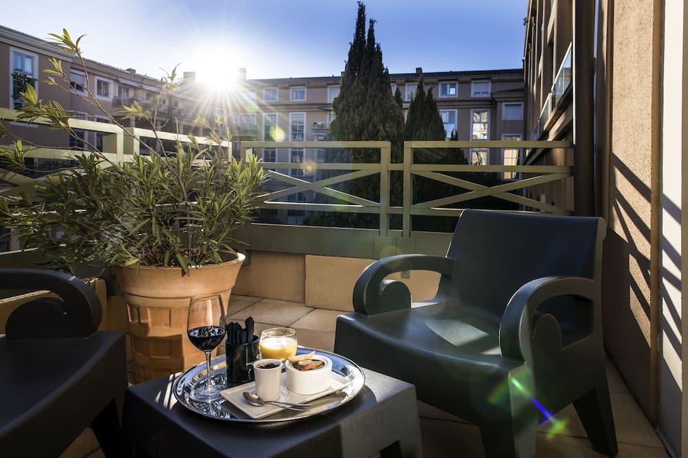 Двомісний номер «Делюкс», 1 двоспальне ліжко, тераса, з видом на басейн - Балкон