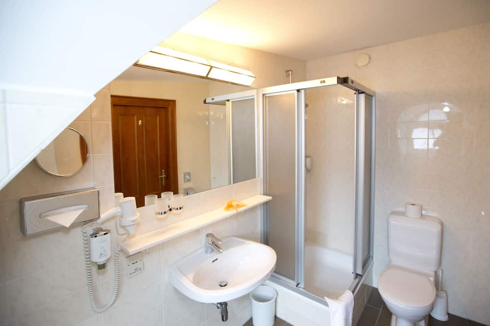 Queenbed Room - Kylpyhuone