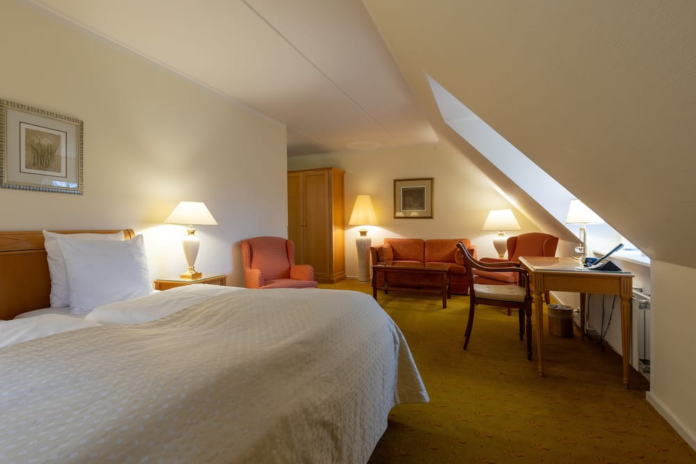 Deluxe Room, 2 Twin Beds, Non Smoking - Living Room
