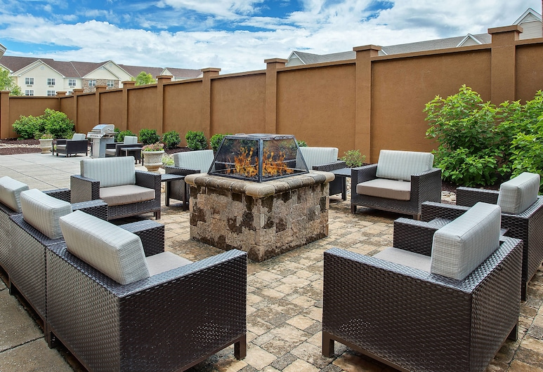 Courtyard by Marriott Knoxville Cedar Bluff, Knoxville, Terrace/Patio