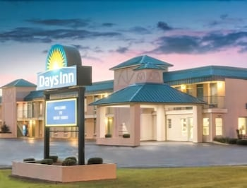 Days Inn West Point Ms Hotel Front Evening Night