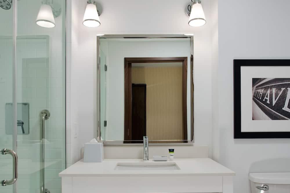 ห้องทราดิชันนัล, เตียงควีนไซส์ 2 เตียง - ห้องน้ำ
