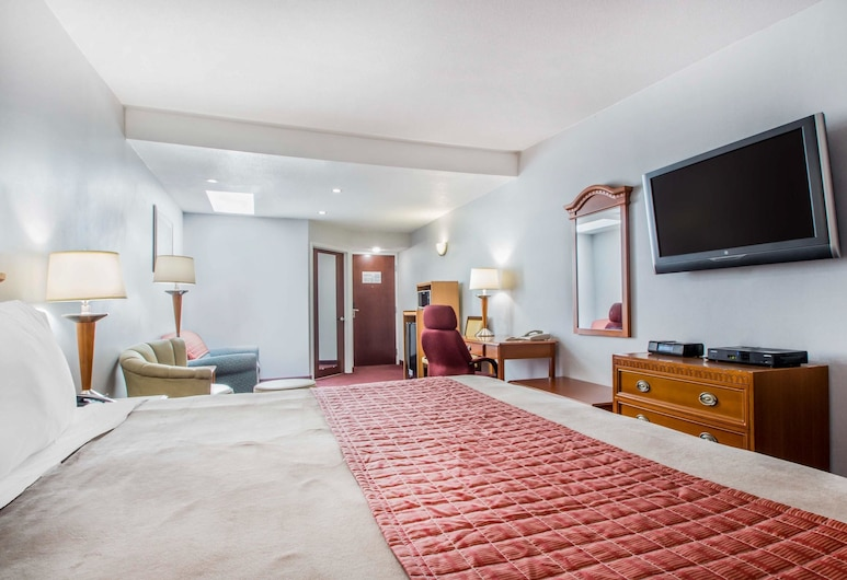 Rodeway Inn & Suites New Paltz - Hudson Valley, New Paltz, Suite, 1 King Bed with Sofa bed, Non Smoking, Guest Room
