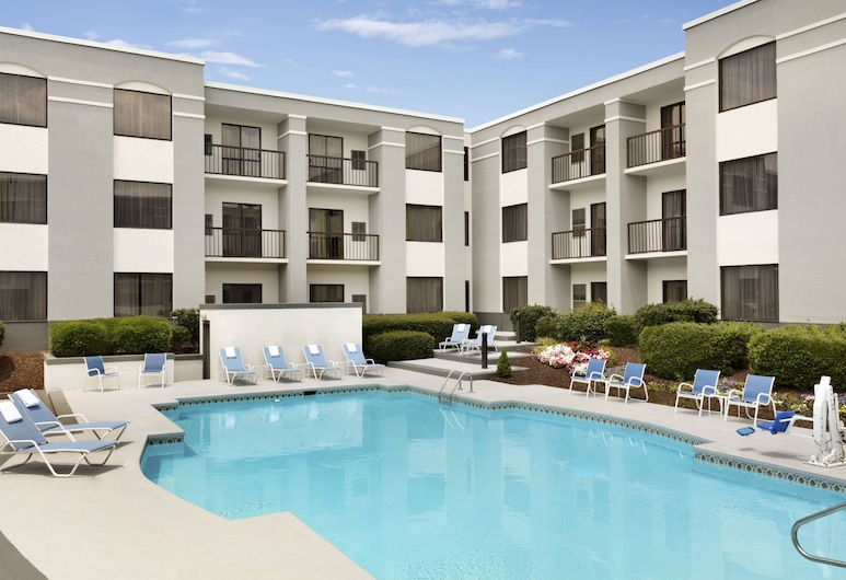 Four Points by Sheraton Raleigh North, Raleigh, Suite, 1 Bedroom, Courtyard View, Balcony View