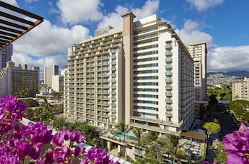 Enter your dates to get the Honolulu hotel deal