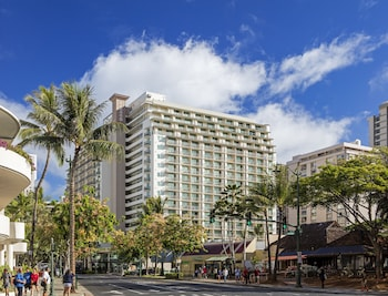 Enter your dates to get the best Honolulu hotel deal