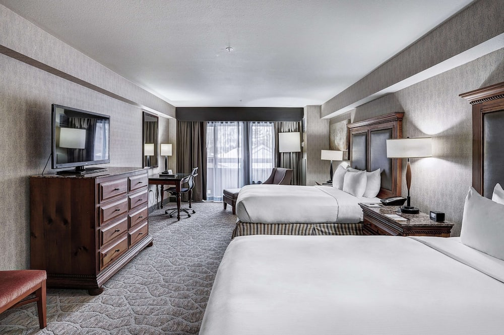 Room, 2 Queen Beds, Accessible (Roll-In Shower) - Living Area