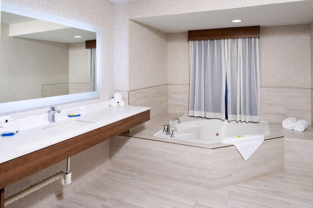 Номер-люкс, 1 ліжко «кінг-сайз» (Addl Living Area) - Ванна кімната