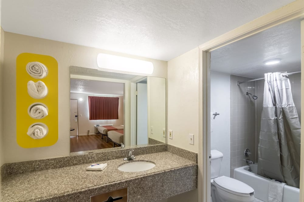 Chambre Standard, 1 très grand lit, non-fumeurs - Salle de bain