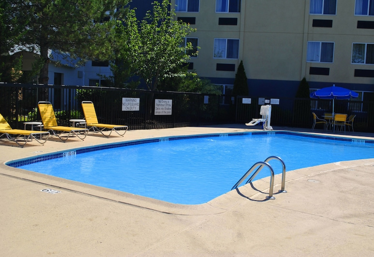 Fairfield Inn by Marriott New Haven Wallingford, Wallingford, Alberca al aire libre