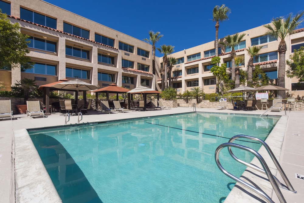 Book grand vista hotel in simi valley hotels grand vista hotel simi valley pool solutioingenieria Choice Image