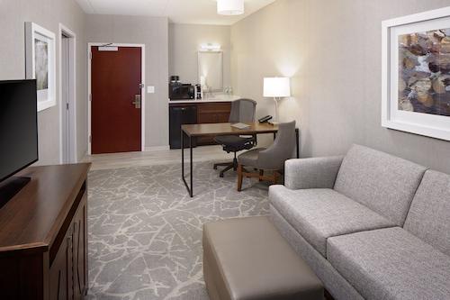 波士頓馬爾堡希爾頓大使套房飯店/