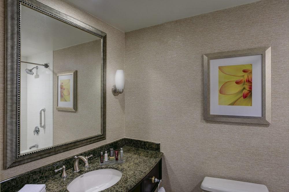 Room, 2 Double Beds, Non Smoking - Bathroom
