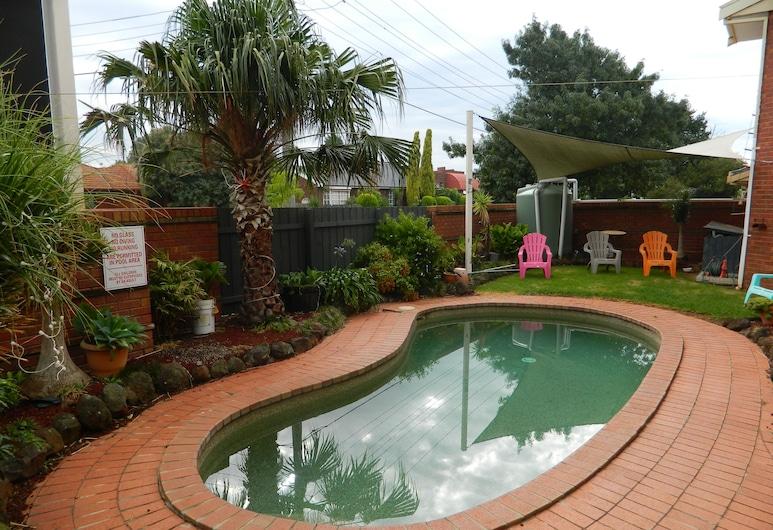 華勒比公寓汽車旅館, 威里比, 游泳池