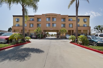 Picture of Quality Inn & Suites Huntington Beach Fountain Valley in Huntington Beach