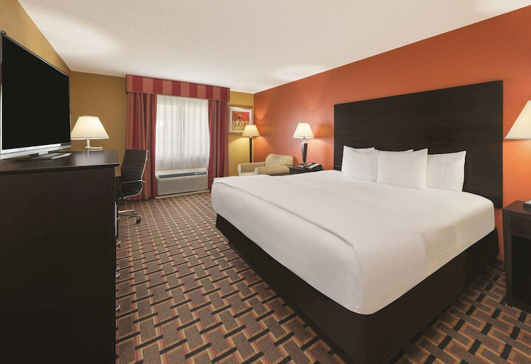 La Quinta Inn & Suites by Wyndham Joplin, Joplin, Room, 1 King Bed, Non Smoking, Guest Room