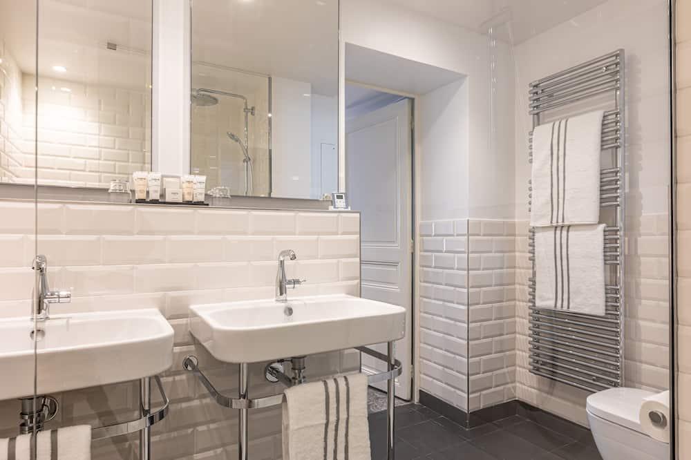 Superior Tek Büyük Yataklı Oda, 1 Yatak Odası, Şehir Manzaralı - Banyo