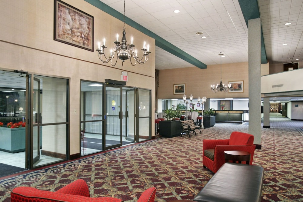 Ramada Lansing Hotel And Conference Center Interior Entrance
