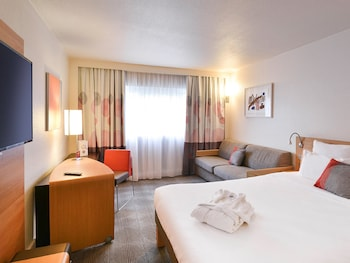 Choose This Business Hotel in Collegien -  - Online Room Reservations
