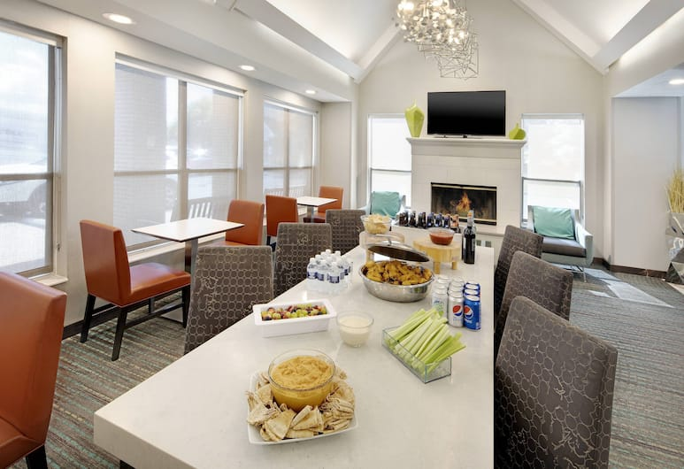 Residence Inn by Marriott Indianapolis Airport, Indianapolis, Quầy tiếp tân