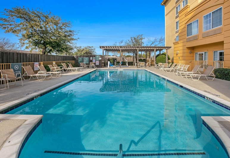 La Quinta Inn & Suites by Wyndham DFW Airport South / Irving, Irving, Alberca