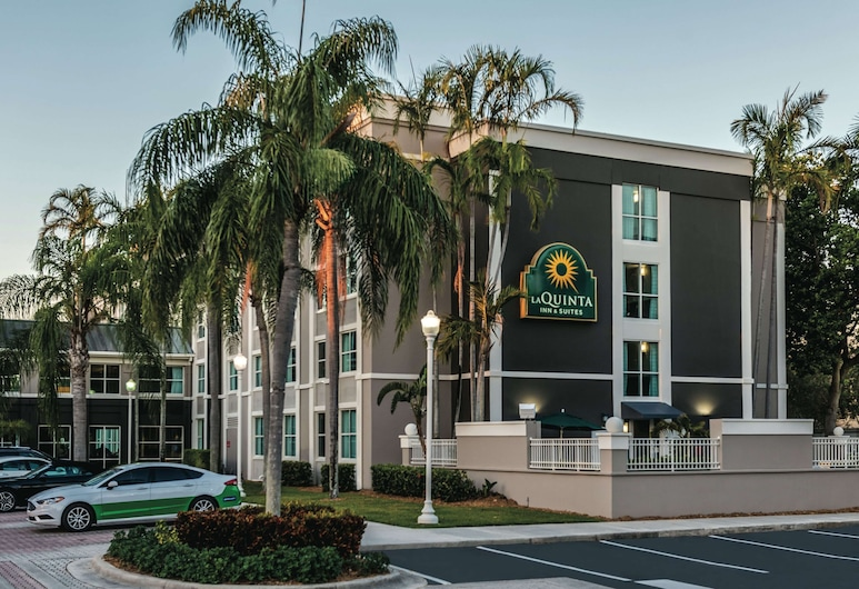 La Quinta Inn & Suites by Wyndham Plantation at SW 6th St, Plantation