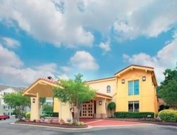 Picture of Days Inn & Suites Huntsville in Huntsville
