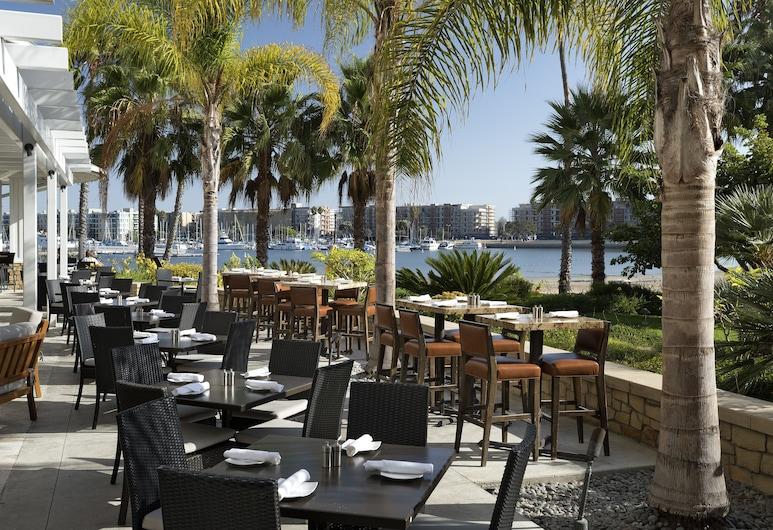 瑪麗安德爾灣牙買加灣酒店 - Tapestry Collection by Hilton, 馬里納德雷, 室外用餐